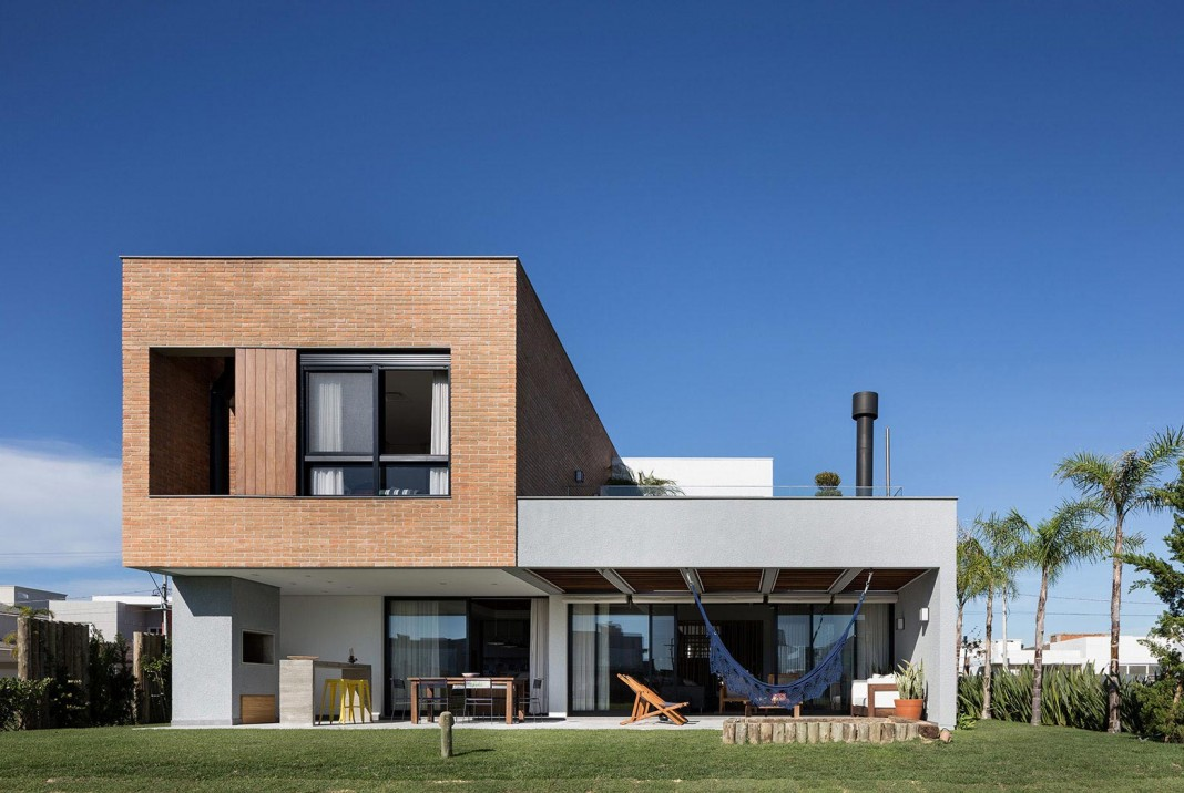 Seferin Arquitetura designed C26 Home for a young family with two children in Xangri-lá, Brazil