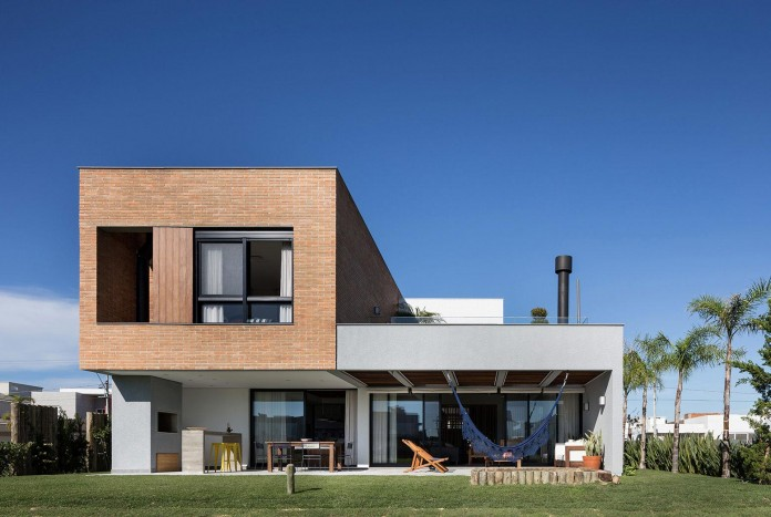 seferin-arquitetura-designed-c26-home-for-a-young-family-with-two-children-in-xangri-la-brazil-03