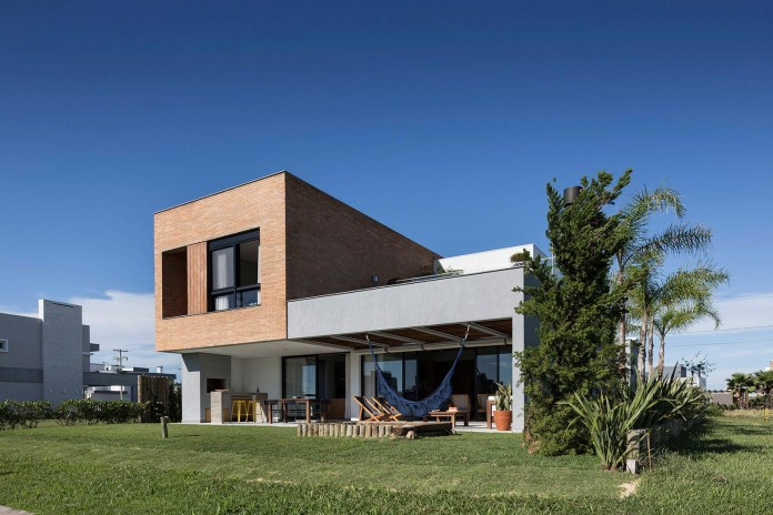 seferin-arquitetura-designed-c26-home-for-a-young-family-with-two-children-in-xangri-la-brazil-04