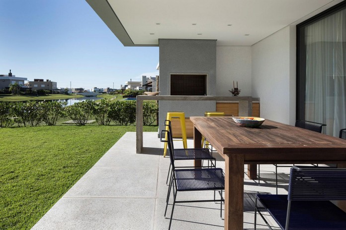 seferin-arquitetura-designed-c26-home-for-a-young-family-with-two-children-in-xangri-la-brazil-07