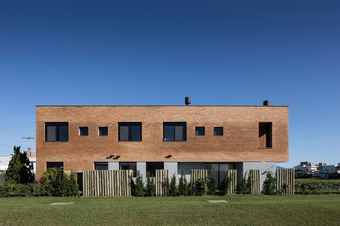 seferin-arquitetura-designed-c26-home-for-a-young-family-with-two-children-in-xangri-la-brazil-09