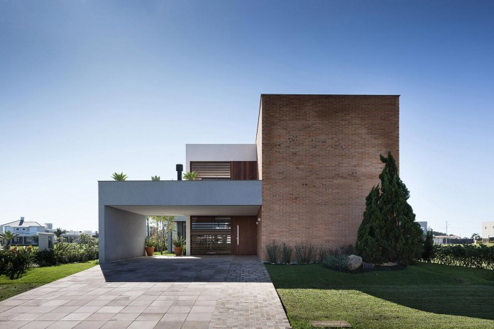 seferin-arquitetura-designed-c26-home-for-a-young-family-with-two-children-in-xangri-la-brazil-12