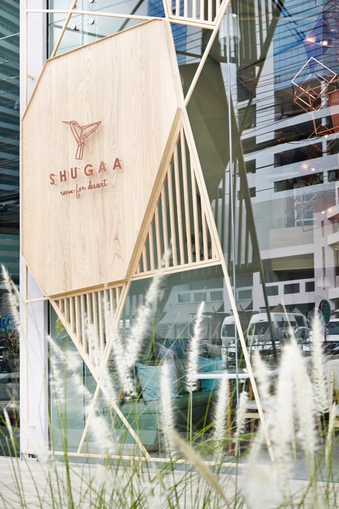 shugaa-dessert-bar-with-predominant-sugar-elements-by-party-space-design-17