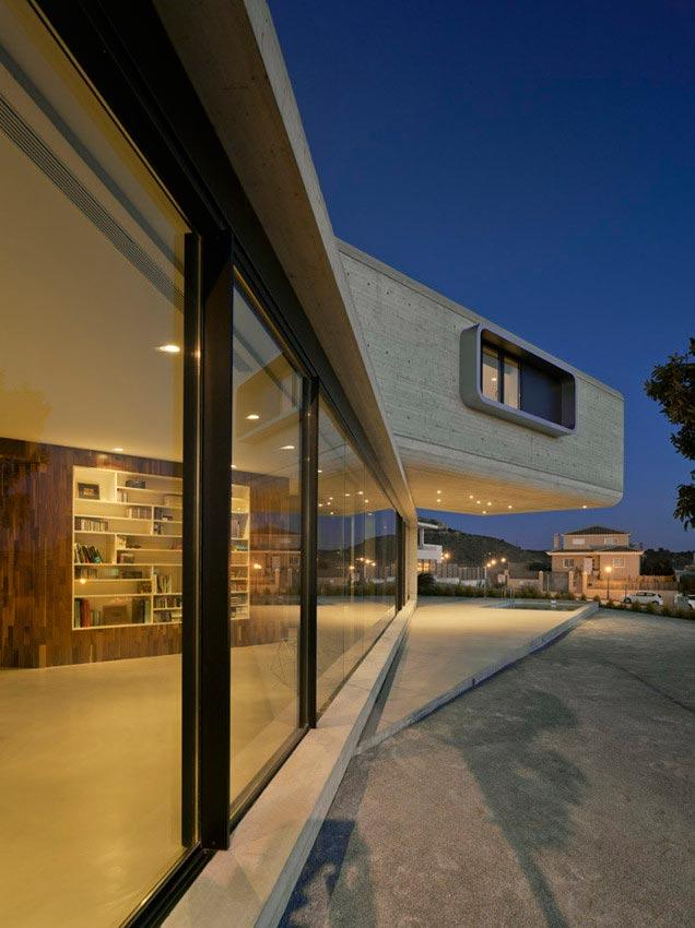 singular-crossed-house-in-la-alcayna-by-clavel-arquitectos-03