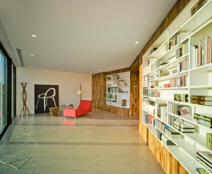 singular-crossed-house-in-la-alcayna-by-clavel-arquitectos-05
