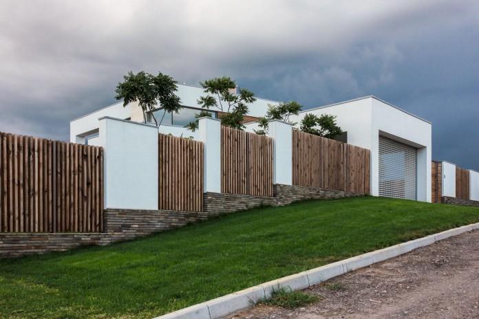 the-house-on-a-hill-near-kiev-by-kupinskiy-partners-01