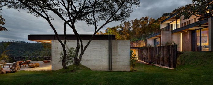 tucan-house-sits-on-top-of-a-hill-of-valle-de-bravo-designed-by-taller-hector-barroso-01
