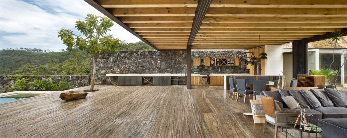 tucan-house-sits-on-top-of-a-hill-of-valle-de-bravo-designed-by-taller-hector-barroso-09
