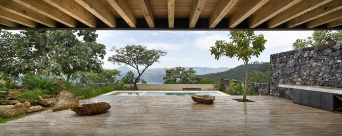 tucan-house-sits-on-top-of-a-hill-of-valle-de-bravo-designed-by-taller-hector-barroso-10
