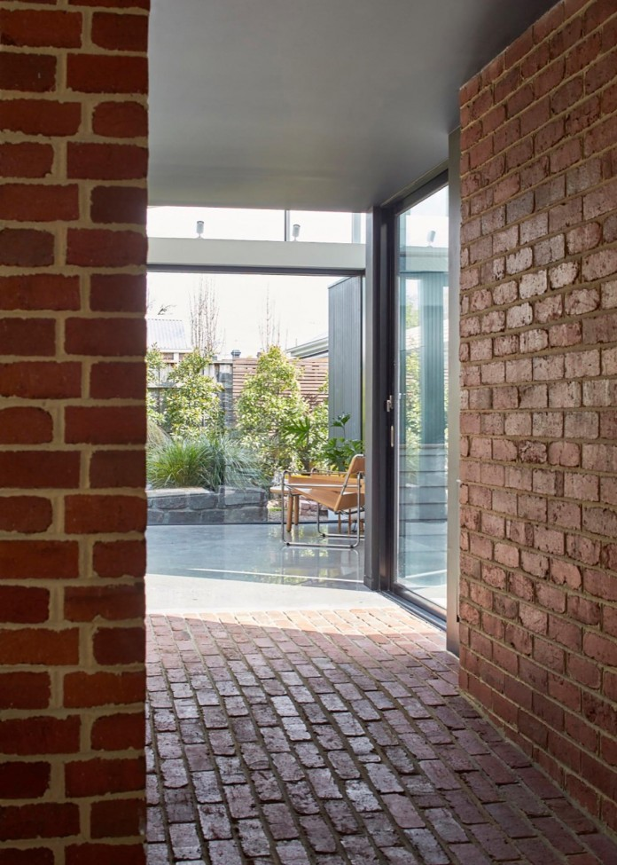 tunnel-house-a-renovation-of-a-double-fronted-cottage-in-melbourne-by-mo-do-08