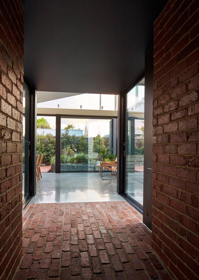 tunnel-house-a-renovation-of-a-double-fronted-cottage-in-melbourne-by-mo-do-17