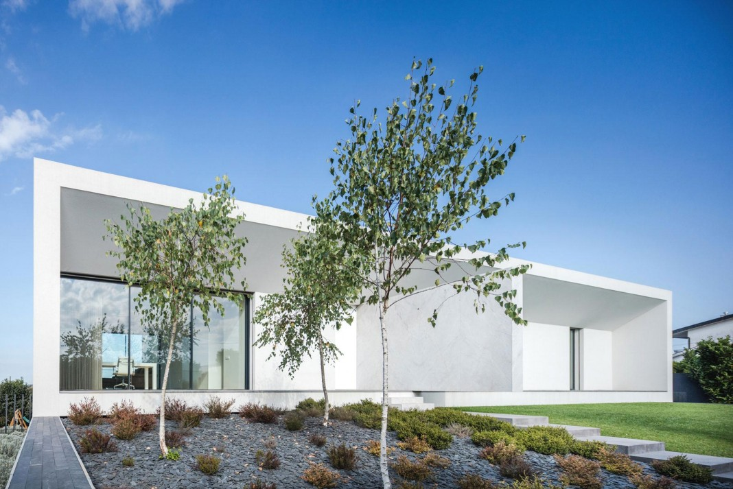 White Touguinhó II Villa in in Vila do Conde by Raulino Silva Arquitecto
