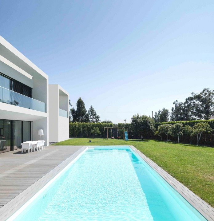 white-touguinho-ii-villa-in-in-vila-do-conde-by-raulino-silva-arquitecto-04