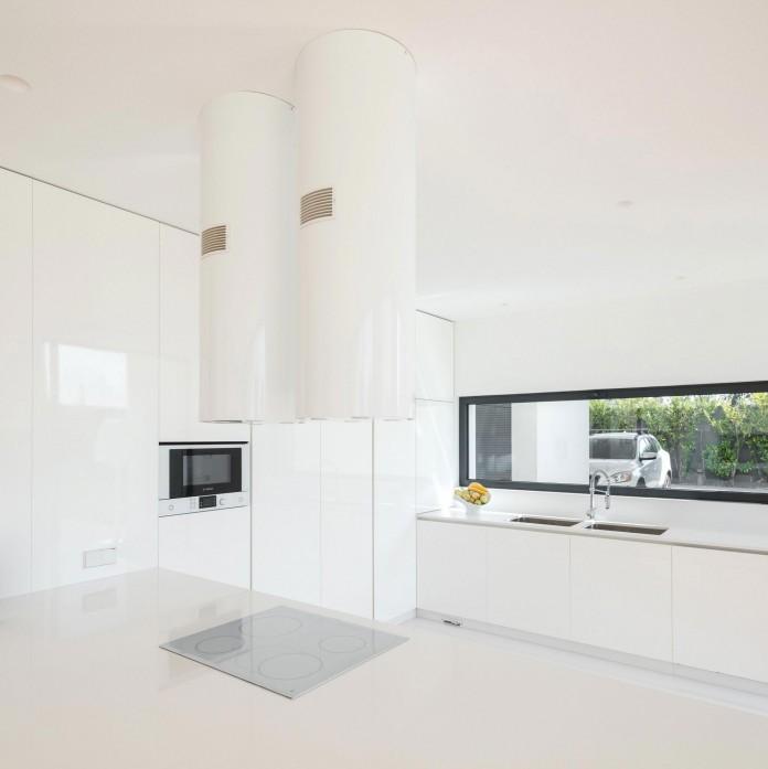 white-touguinho-ii-villa-in-in-vila-do-conde-by-raulino-silva-arquitecto-12