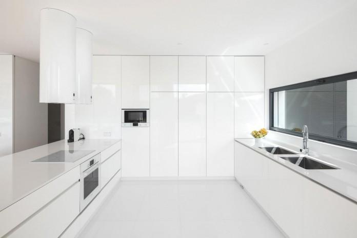 white-touguinho-ii-villa-in-in-vila-do-conde-by-raulino-silva-arquitecto-13
