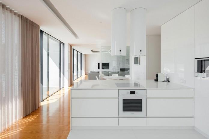 white-touguinho-ii-villa-in-in-vila-do-conde-by-raulino-silva-arquitecto-14