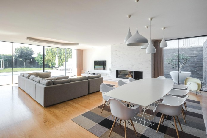 white-touguinho-ii-villa-in-in-vila-do-conde-by-raulino-silva-arquitecto-17