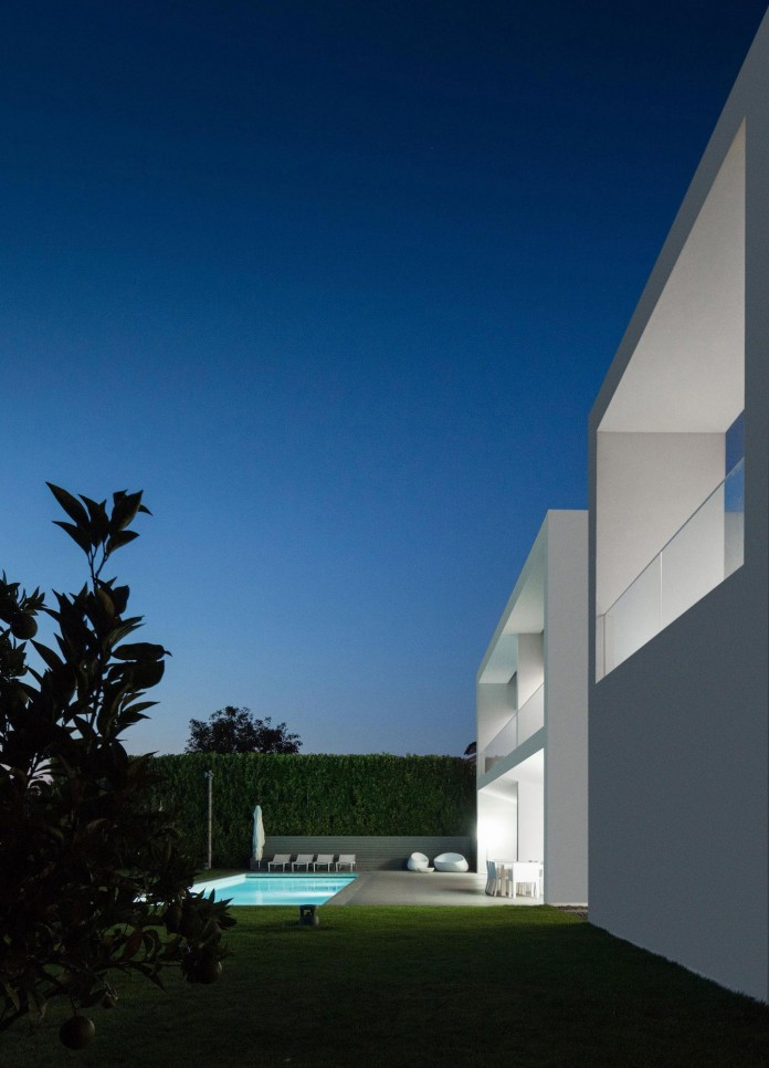 white-touguinho-ii-villa-in-in-vila-do-conde-by-raulino-silva-arquitecto-28