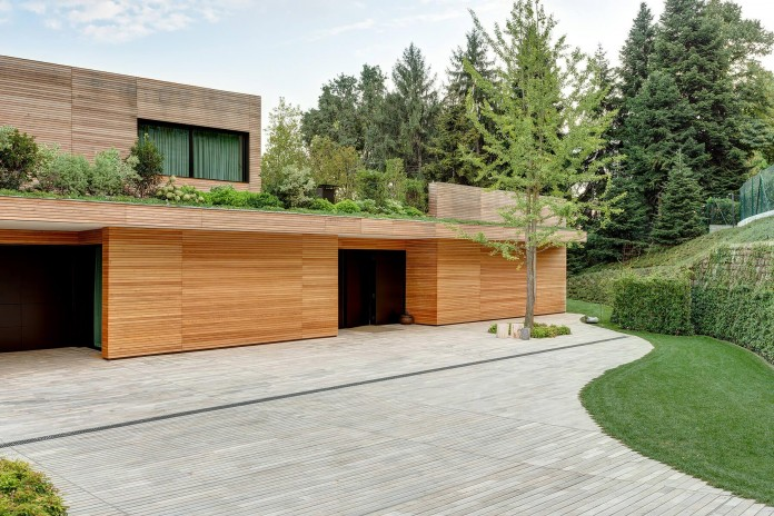 wood-covered-house-u-in-como-italy-by-marco-carini-14