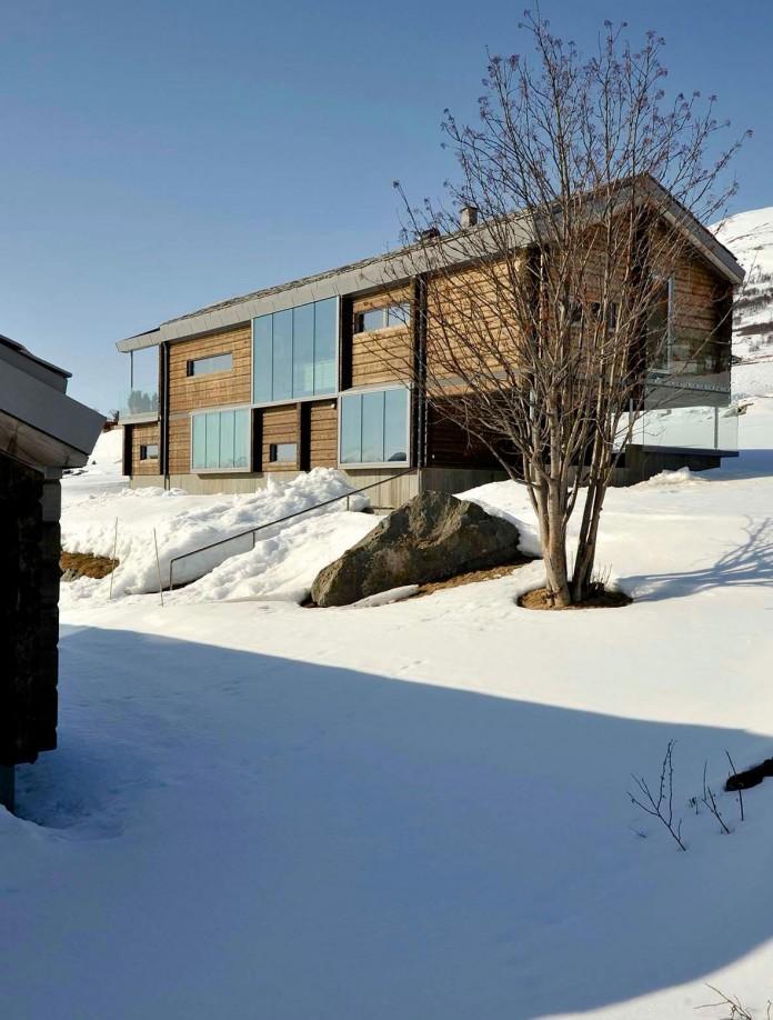 wooden-log-house-in-snowy-oppdal-norway-by-jva-01