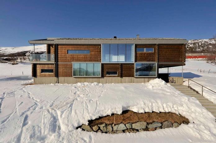 wooden-log-house-in-snowy-oppdal-norway-by-jva-03