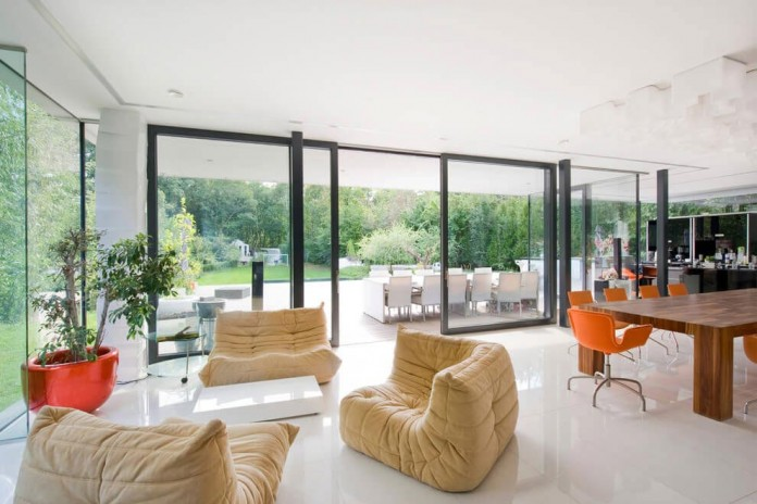 wunschhaus-architektur-designed-a-minimalist-house-in-hinterbruhl-lower-austria-04