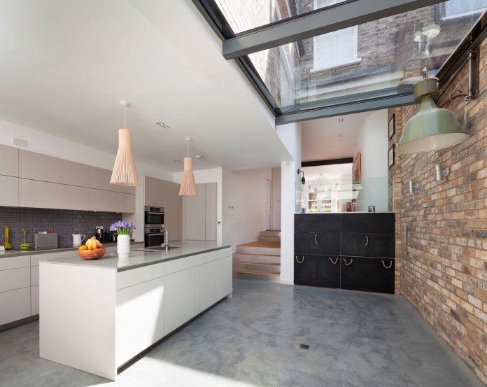 Bright-and-luminous-Cotesbach-Road-Residence-in-London-by-Scenario-Architecture-07