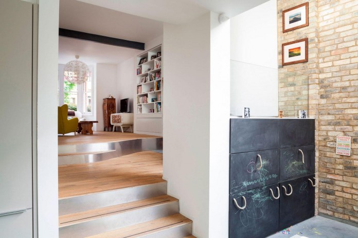 Bright-and-luminous-Cotesbach-Road-Residence-in-London-by-Scenario-Architecture-08