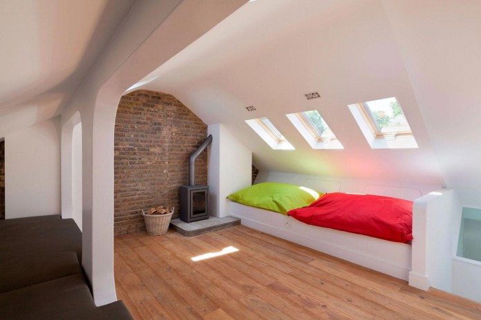 Bright-and-luminous-Cotesbach-Road-Residence-in-London-by-Scenario-Architecture-12