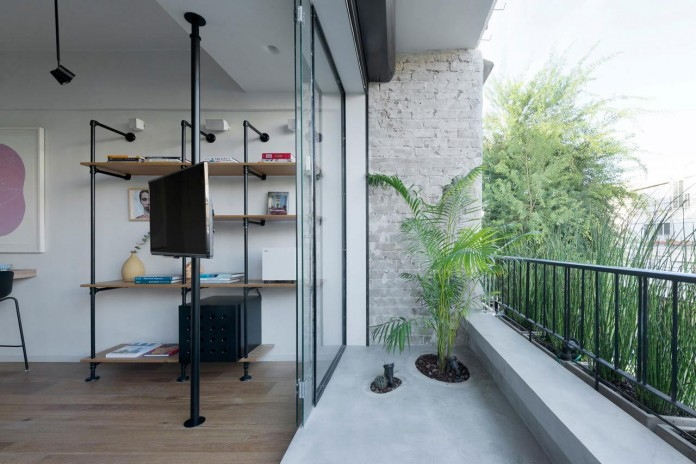 Clean-and-Minimal-Renovation-of-a-Small-Tel-Aviv-Apartment-02