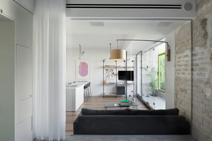 Clean-and-Minimal-Renovation-of-a-Small-Tel-Aviv-Apartment-08