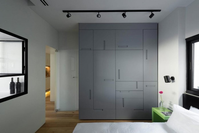 Clean-and-Minimal-Renovation-of-a-Small-Tel-Aviv-Apartment-12