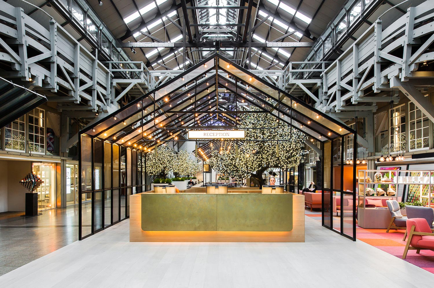 Cool unique ovolo woolloomooloo hotel in sydney by hassell for Cool design hotel