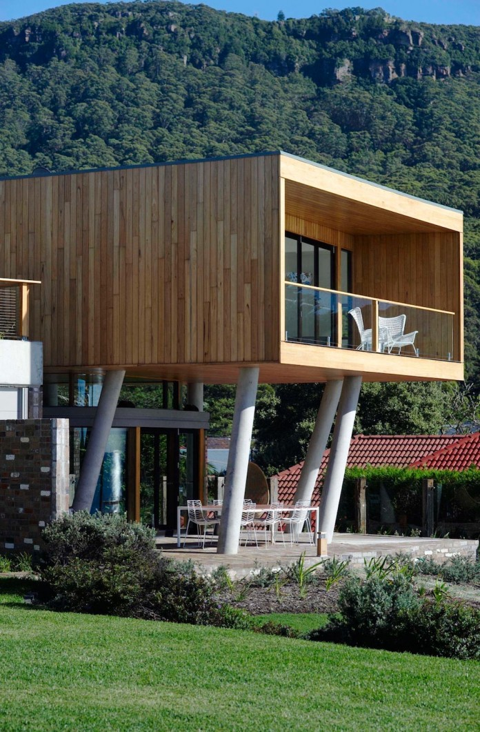 Low-ecological-impact-of-Austinmer-Family-Beach-Home-by-Alexander-Symes-Architect-04