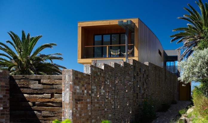 Low-ecological-impact-of-Austinmer-Family-Beach-Home-by-Alexander-Symes-Architect-05