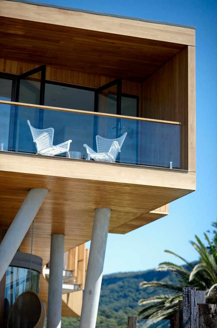 Low-ecological-impact-of-Austinmer-Family-Beach-Home-by-Alexander-Symes-Architect-06