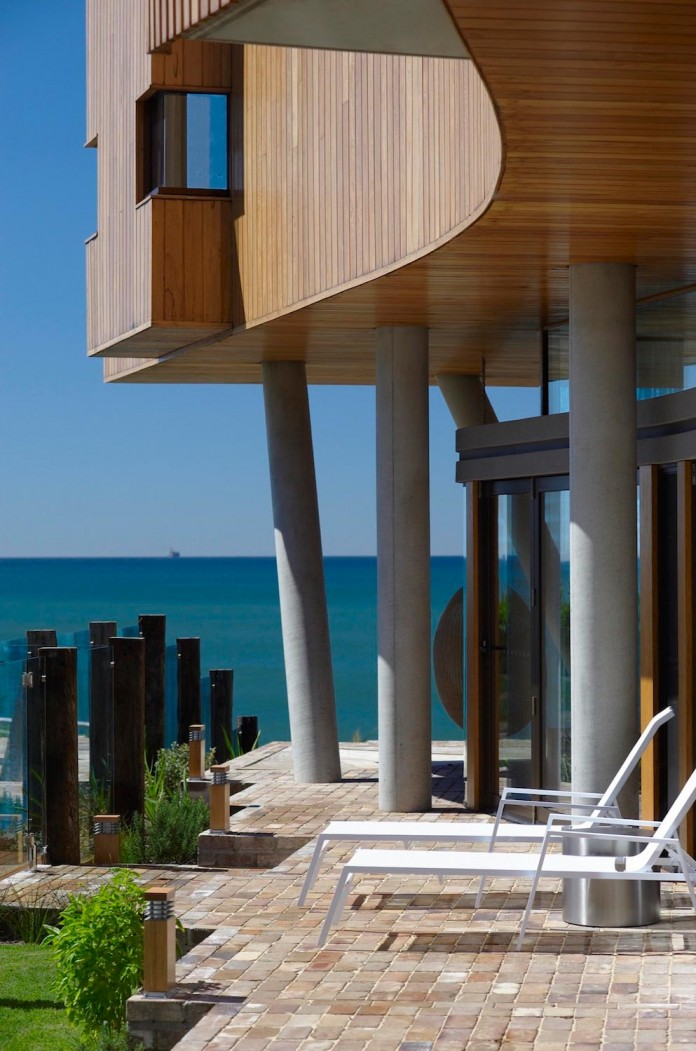 Low-ecological-impact-of-Austinmer-Family-Beach-Home-by-Alexander-Symes-Architect-07
