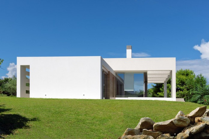 Mediterranean-Modern-House-in-Zakynthos-by-Katerina-Valsamaki-Architects-11