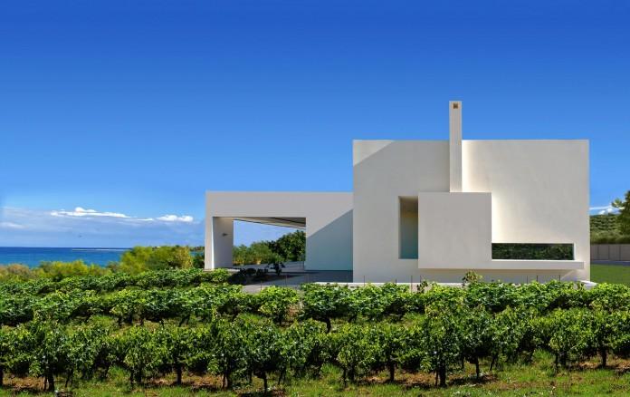 Mediterranean-Modern-House-in-Zakynthos-by-Katerina-Valsamaki-Architects-13
