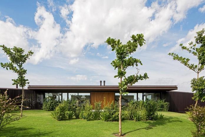 Modern-CA-House-by-Jacobsen-Arquitetura-01