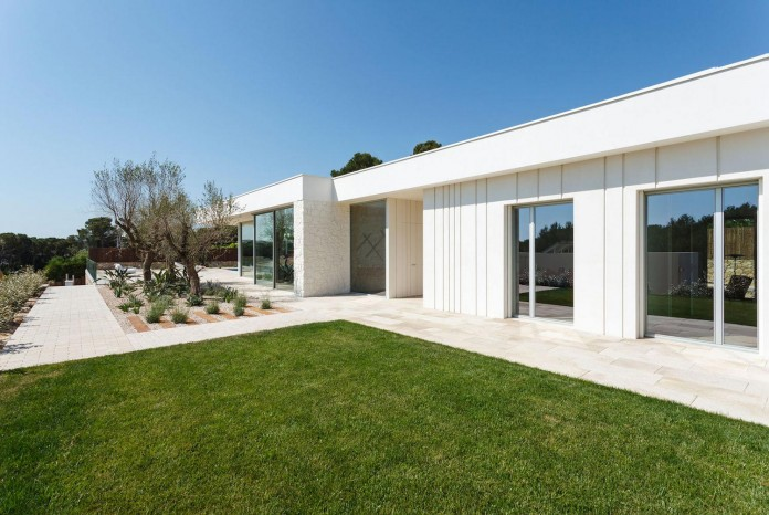 One-Story-Thomsen-House-by-Costa-Calsamiglia-Arquitecte-01