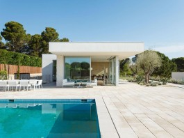 One Story Thomsen House by Costa Calsamiglia Arquitecte