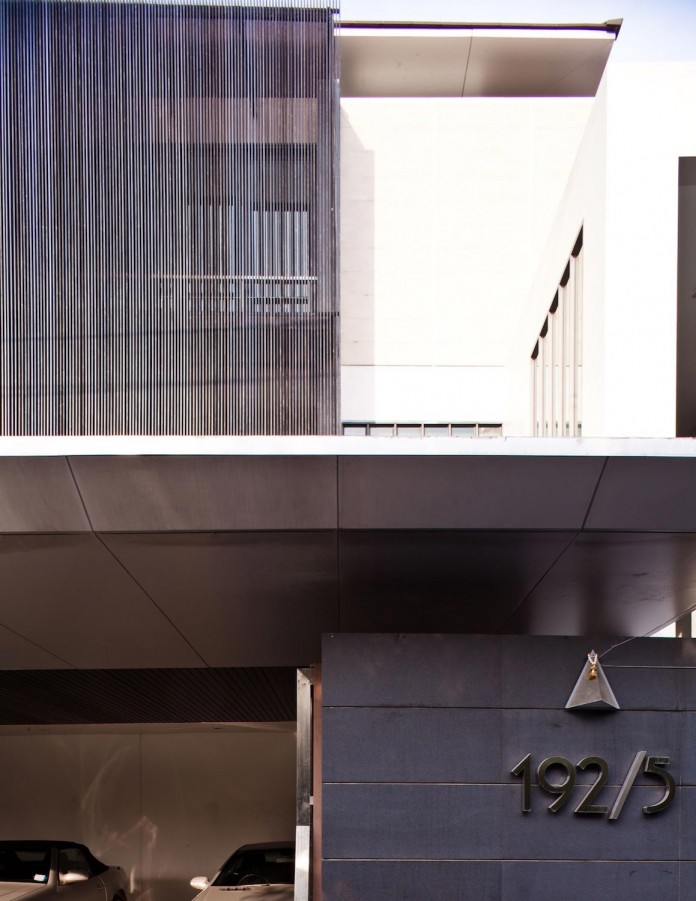 Sammakorn-House-in-Bangkok-by-Archimontage-Design-Fields-Sophisticated-05