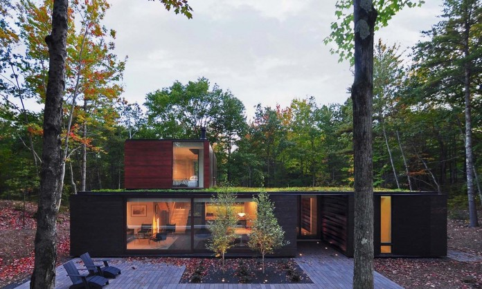 Small-Pleated-House-in-the-forrest-by-Johnsen-Schmaling-Architects-01