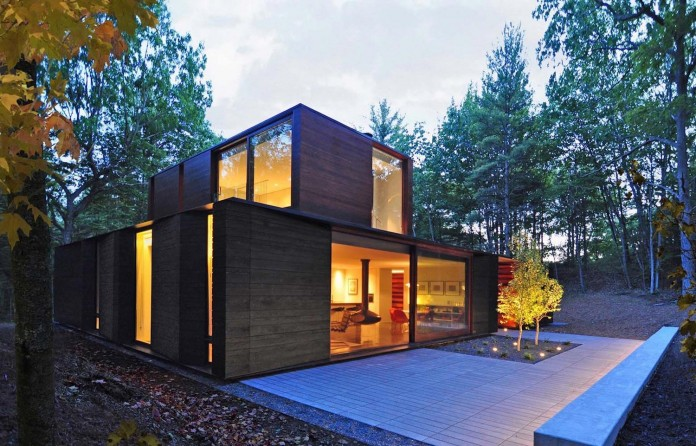 Small-Pleated-House-in-the-forrest-by-Johnsen-Schmaling-Architects-02