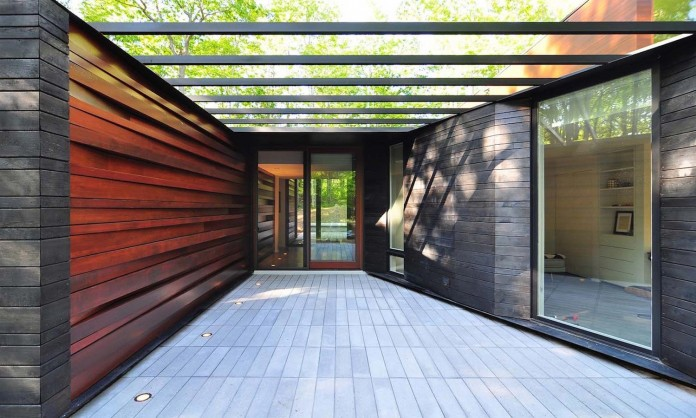 Small-Pleated-House-in-the-forrest-by-Johnsen-Schmaling-Architects-03
