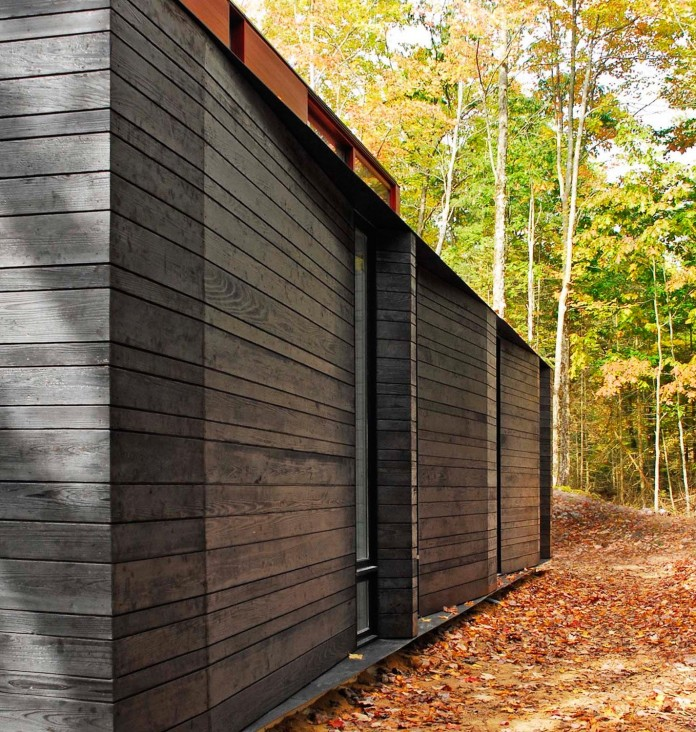 Small-Pleated-House-in-the-forrest-by-Johnsen-Schmaling-Architects-04