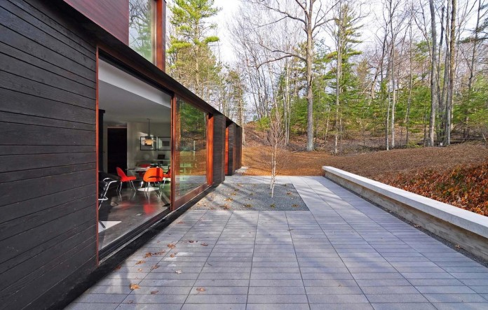 Small-Pleated-House-in-the-forrest-by-Johnsen-Schmaling-Architects-05