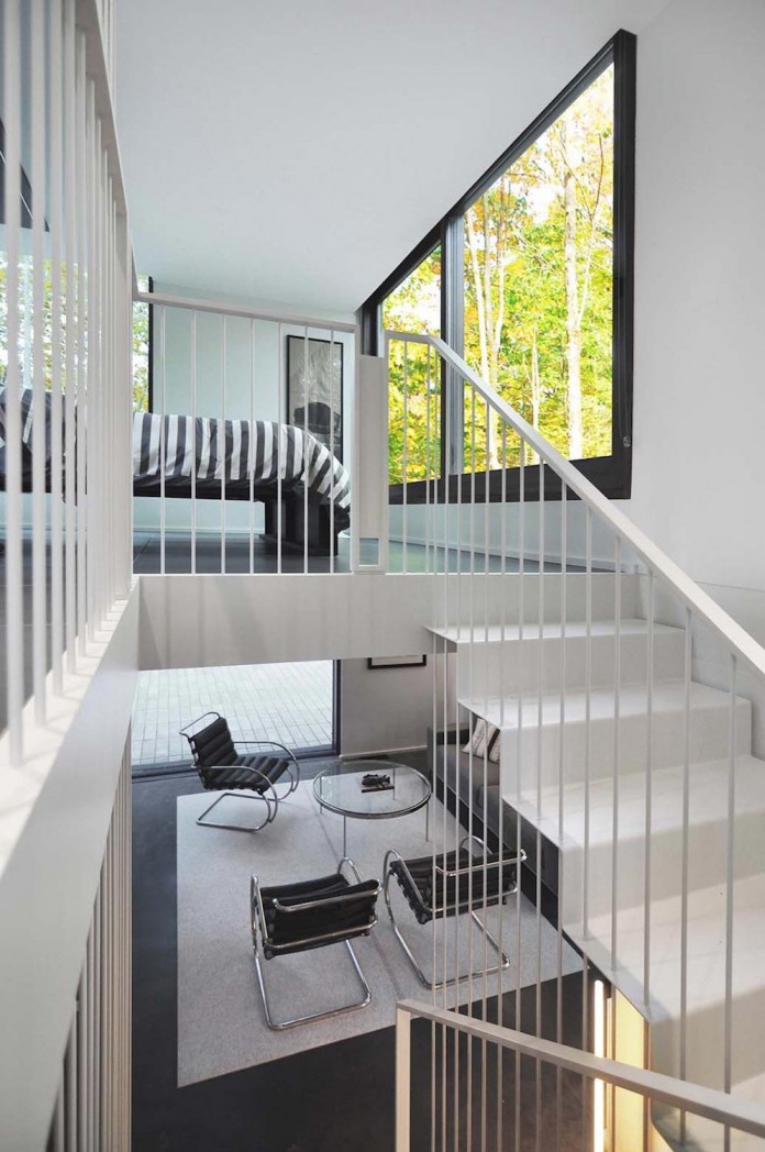 Small-Pleated-House-in-the-forrest-by-Johnsen-Schmaling-Architects-08