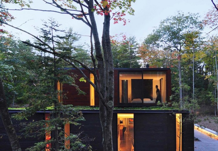 Small-Pleated-House-in-the-forrest-by-Johnsen-Schmaling-Architects-09